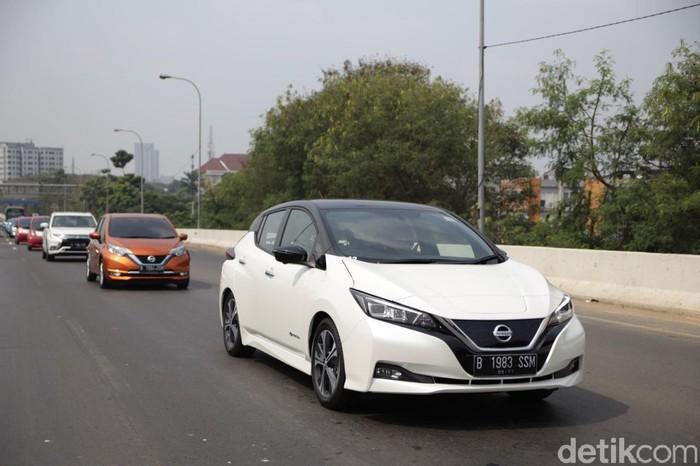 Konvoi kendaraan listrik dari Jakarta menuju Serpong