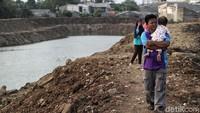 Waduk Kampung Rambutan ini dibuat untuk menangani persoalan banjir di Jakarta.