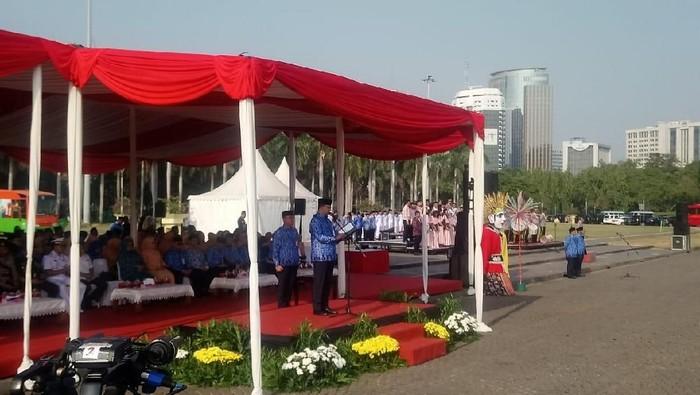 Foto: Gubernur DKI Jakarta Anies Baswedan pimpin upacara Hari Olahraga Nasional di Monas. (Arief Ikhsanudin/detikcom).