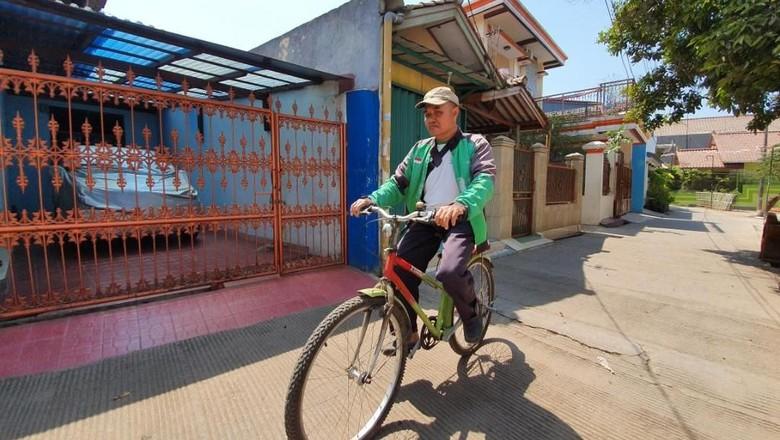 Viral! Driver Ojol di Bekasi Antar Pesanan Makanan Pakai Sepeda