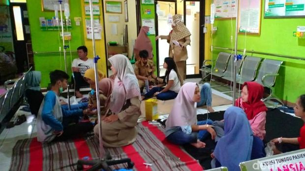 Seratusan Karyawan Pabrik Boneka di Sukabumi Keracunan Makanan