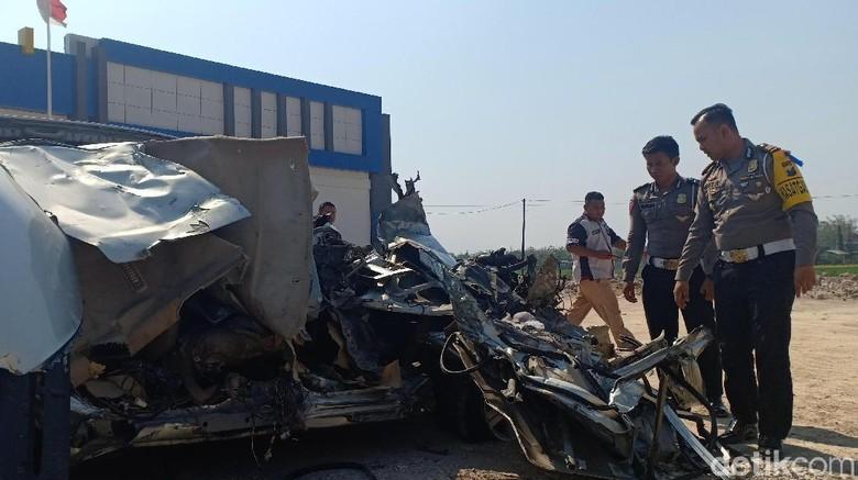 Polisi Cium Bau Alkohol di Mobil Korban Kecelakaan Maut Nganjuk