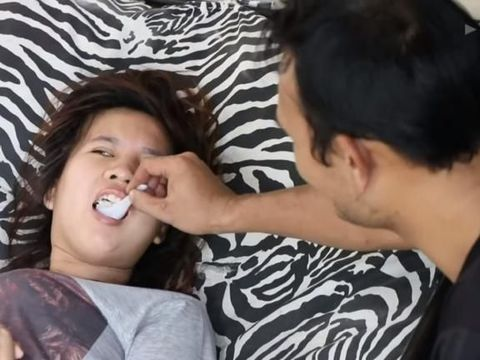 Kenal di Medsos, Pria Tetap Setia Pada Kekasih yang Lumpuh Jelang Bertemu