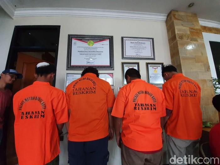 4 pelaku pengeroyokan yang menewaskan 2 orang di Bekasi ditangkap (Isal Mawardi/detikcom)