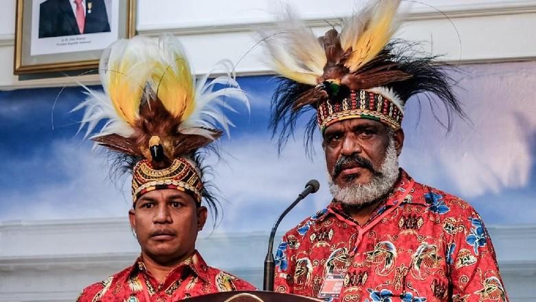 Muncul Istana di Tengah Rekonsiliasi Rusuh Papua