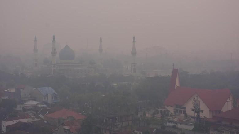Kabut Asap Selimuti Wilayah Sumatera dan Kalimantan
