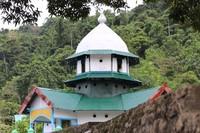 Masjid Patimburak dibangun oleh Raja Pertuanan Wertuar pada tahun 1870. Arsitektur masjid ini sangat unik karena ada perpaduan bentuk masjid dan gereja (Hari Suroto/Balai Arkeologi Papua/Istimewa)