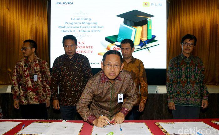 Direktur Human Capital Management PLN M Ali meluncurkan Program Magang Mahasiswa Bersertifikat (PMMB) Batch 2 tahun 2019 di Jakarta, Selasa (10/9/2019).