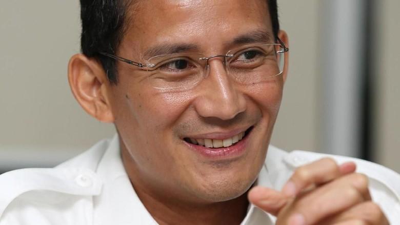 Sandiaga Salahudin Uno atau sering dipanggil Sandi Uno adalah pengusaha asal Indonesia. Sering hadir di acara seminarseminar, Sandi Uno yang berdarah Gorontalo ini kerap memberikan pembekalan tentang jiwa kewirausahaan, utamanya pada pemuda.