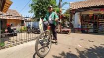 Suka-Duka Eko, Driver Ojol di Bekasi Antar Makanan Pakai Sepeda
