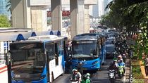 Ada Bus TransJ Ditabrak Mobil, Lalin Menteng Arah Rasuna Said Macet