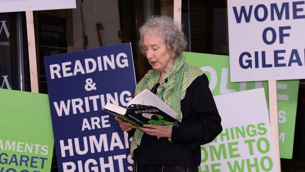 Sekuel 'The Handmaid's Tale' Terbit, Fans Margaret Atwood Serbu Toko Buku