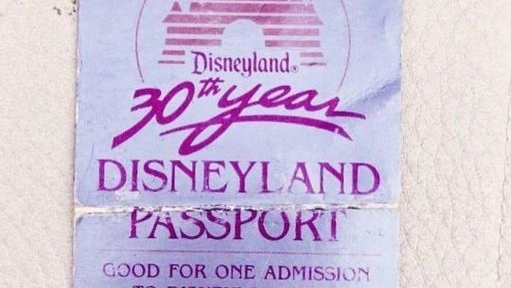 Coba Masuk Disneyland Pakai Tiket 34 Tahun Lalu... Bisa!