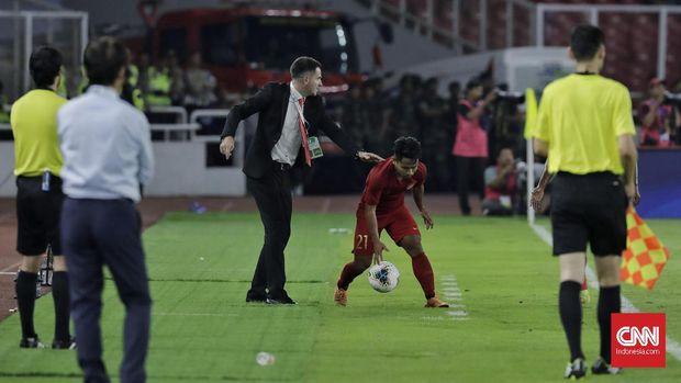 Simon McMenemy mendapat kritik tajam dari suporter Timnas Indonesia.
