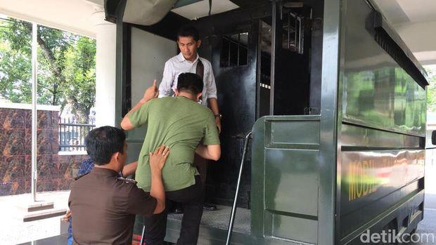 Mereka ditahan di Lapas Tanjung Gusta Medan selama 20 hari ke depan