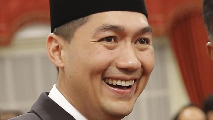Presiden SBY melantik Muhammad Lutfi sebagai Menteri Perdagangan RI yang baru di Istana Negara, Jumat 142 pukul 14.00 WIB. Lutfi dipilih untuk menggantikan Gita Wirjawan yang sudah resmi mengundurkan diri sejak beberapa waktu lalu.
