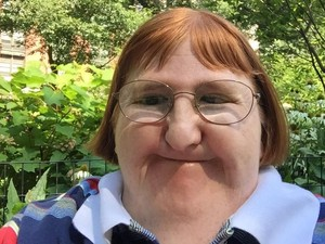Wanita Ini Dibilang Terlalu Jelek untuk Selfie, Begini Balasnya Pada Netizen