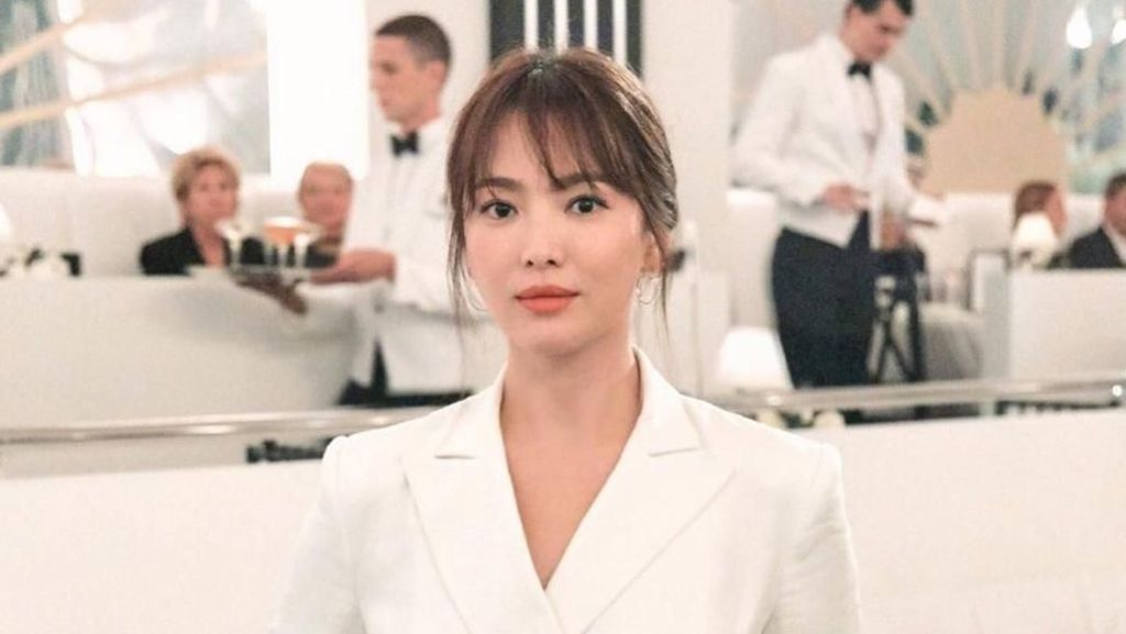 Song Hye-kyo Elegan di New York Fashion Week, Tapi Kata Netizen Terlihat Tua