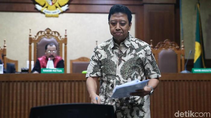 Terdakwa perkara suap jual-beli jabatan di Kemenag, Romahurmuziy, dalam persidangan (Foto: Ari Saputra/detikcom)