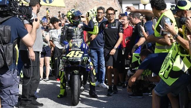 Sebelum tampil di MotoGP San Marino, Valentino Rossi pulang kampung naik Motor MotoGP Foto: Dok. Yamaha Motor Racing