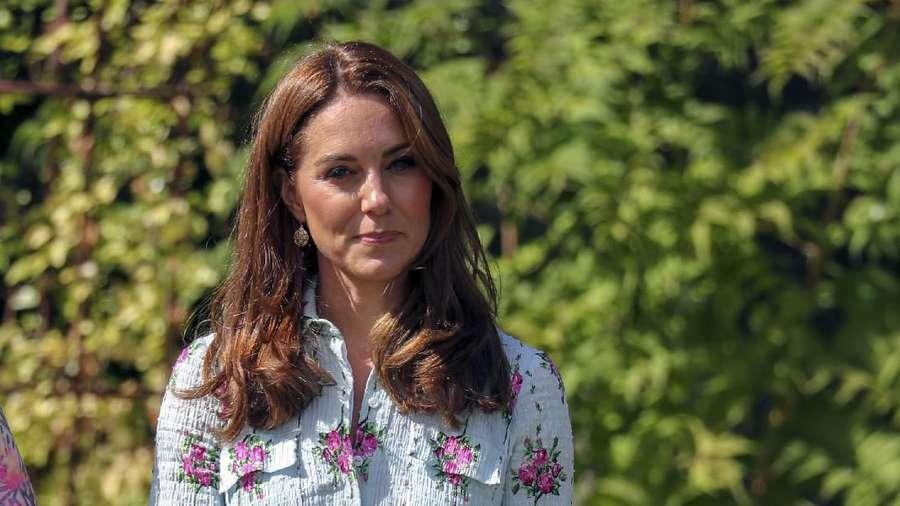 Bahagianya Kate Middleton Bermain di Taman Bersama Anak-anak