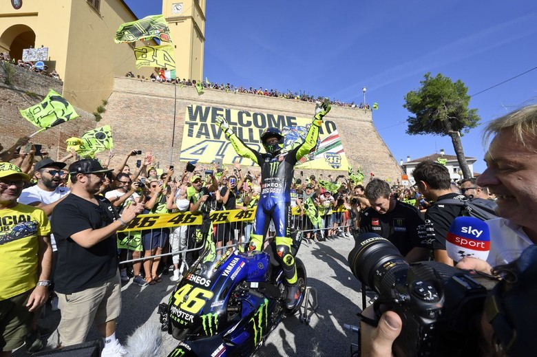 Valentino Rossi Keliling Kampung Naik Motor MotoGP. Foto: Dok. Yamaha Motor Racing