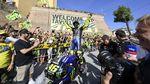 Rossi Keliling Kampung Naik Motor MotoGP
