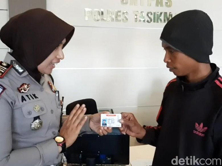 KOHIR PEMOTOR VIRAL DAPAT SIM GRATIS. Foto: Deden Rahadian