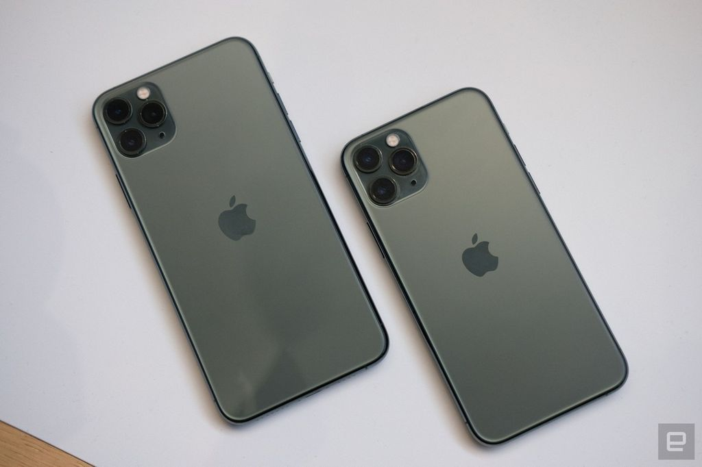 Inilah iPhone 11 Pro Max dan iPhone 11 Pro versi Midnight Green. Foto: Chris Velazco/Engadget