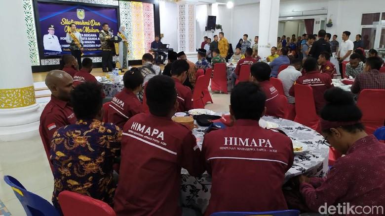 Jamu Mahasiswa Papua, Walkot Banda Aceh Pimpin Doa untuk BJ Habibie