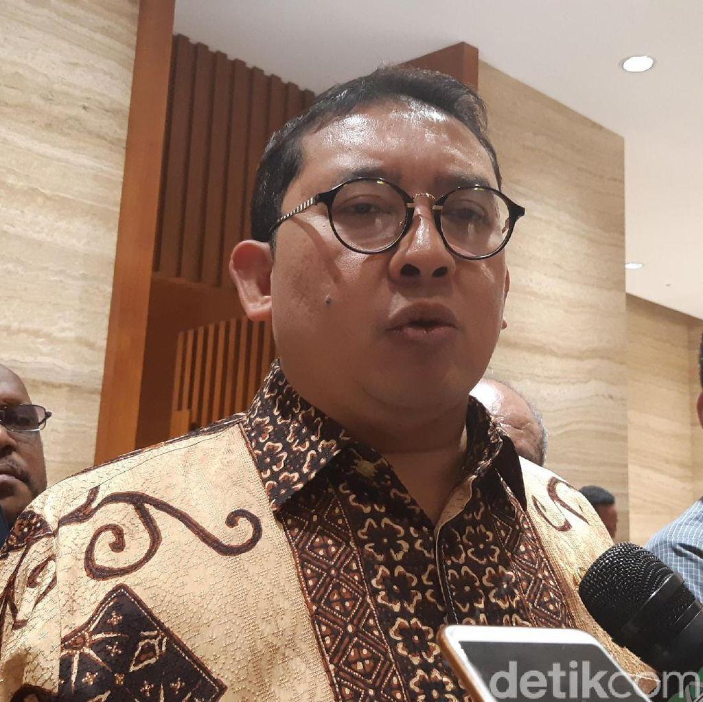 Fadli Buat Puisi Sindir Sepatu Kotor Jokowi Saat Tinjau Karhutla: Sandiwara!