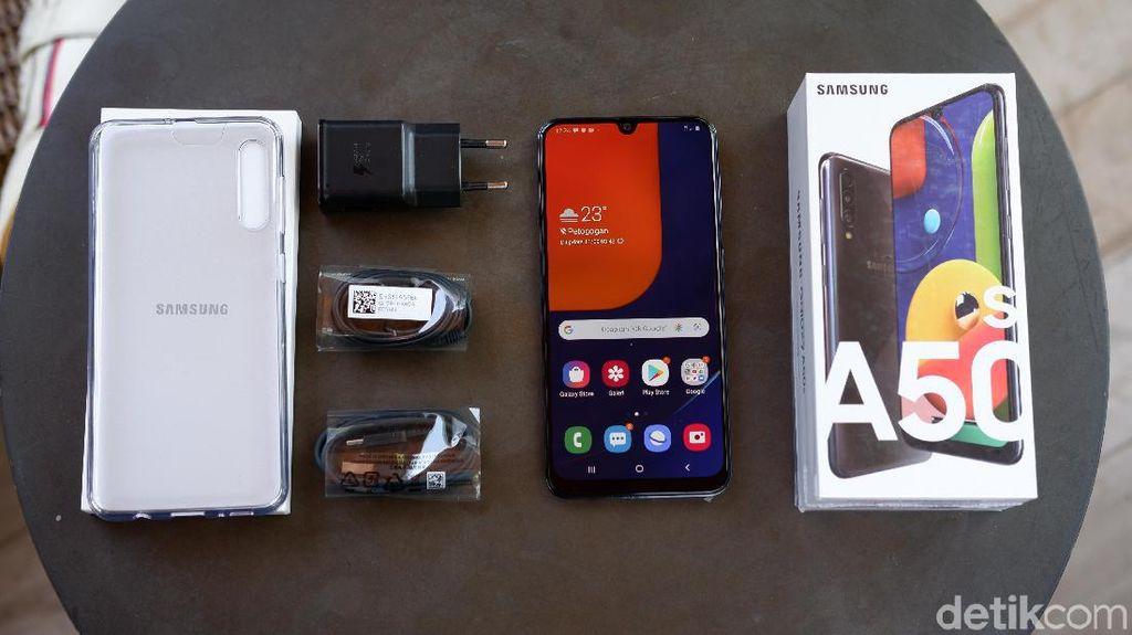 Inilah paket penjualan Galaxy A50s. Foto: Adi Fida Rahman/detikINET