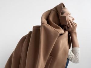Model Iklan Zara Pose Seperti Buang Air Kecil Jadi Bahan Ejekan Netizen