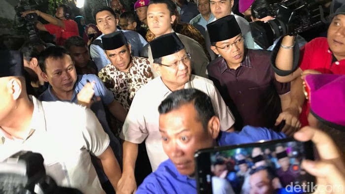 Prabowo melayat ke rumah duka BJ Habibie. (Alfons/detikcom)