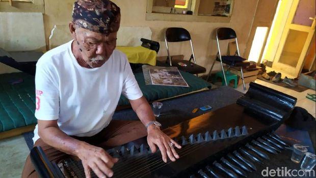 Rumah Terancam Roboh, Maestro Mamaos Cianjur Ngungsi ke Gedung Kesenian