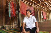 Melihat Rumah Betang, Kediaman Suku Dayak yang Lahirkan Tenun Cantik