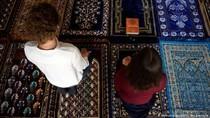Dua Imam Perempuan Pimpin Ibadah di Prancis Tanpa Pemisahan Gender