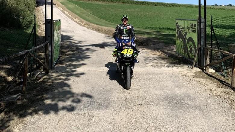 Valentino Rossi Keliling Kampung Naik Motor MotoGP