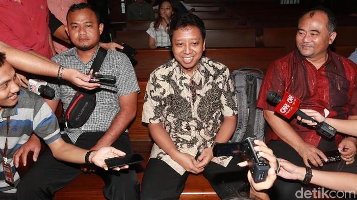 Terdakwa perkara suap jual-beli jabatan di Kemenag, Romahurmuziy, dalam persidangan. (Ari Saputra/detikcom)