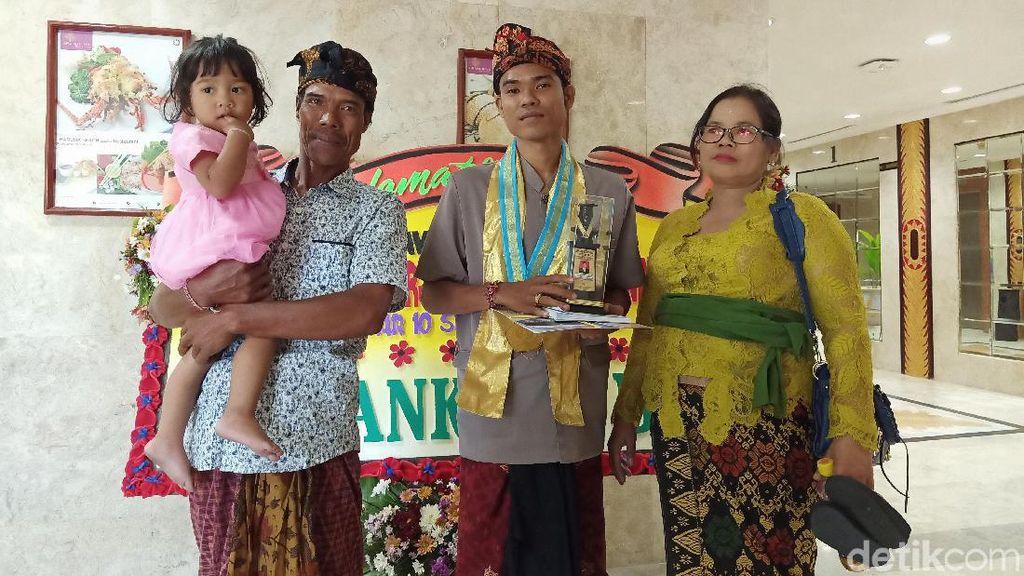 10 Tahun Panggul Motor, Nyoman Kalor Samson Kuliahkan Anak Sampai S2