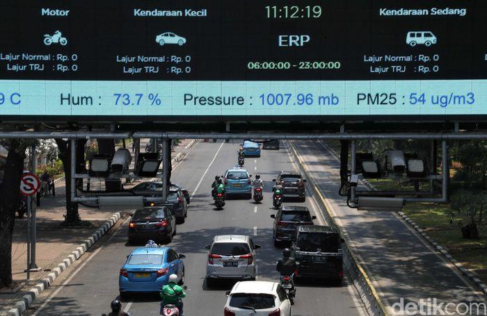 Gerbang sensor On Board Unit (OBU) Elektronic Road Pricing (ERP) telah lama terpasang di Jalan Medan Merdeka Barat.
