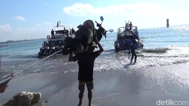 Mengenal Nyoman Kalor 'Samson' Pemanggul Motor di Pantai Sanur