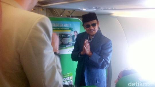 Melihat Kembali Perayaan Ulang Tahun BJ Habibie di Pesawat