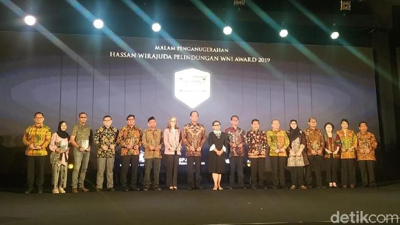 detikcom Terima Hassan Wirajuda Perlindungan WNI Award dari Kemlu