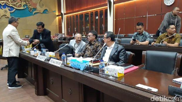 Malam-malam, DPR-Pemerintah Bahas Revisi UU KPK di Badan Legislasi