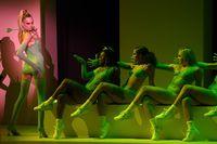 Cara Delevingne ikut memeriahkan fashion show Savage x Fenty.