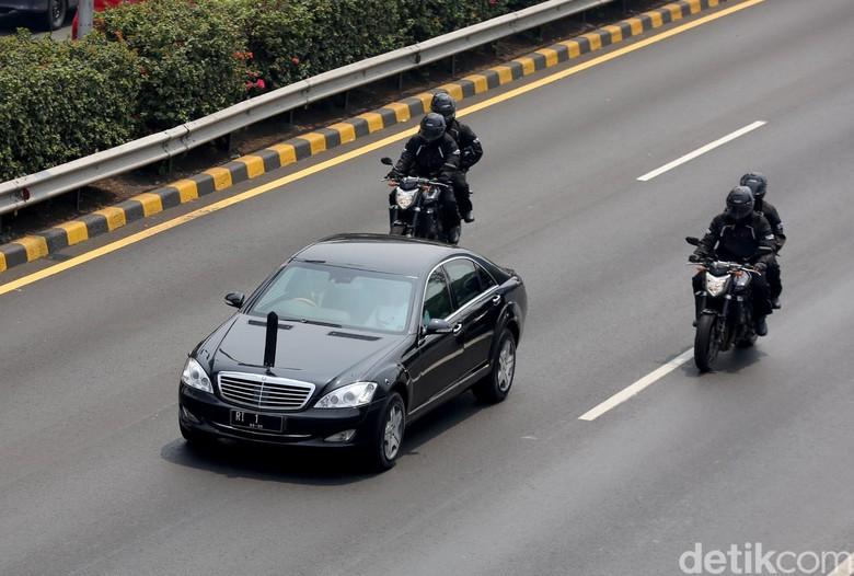 Presiden Joko Widodo masih menggunakan mobil dinas lama. Foto: Agung Pambudhy