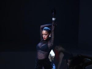 Mengintip Kemeriahan Fashion Show Lingerie Rihanna yang Tertutup