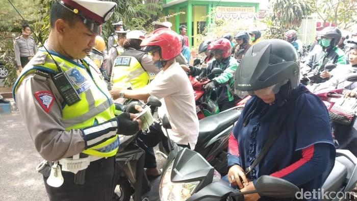 Operasi Patuh Semeru 2019 di Sidoarjo sudah berlangsung selama 14 hari mulai 29 Agustus lalu. Pelanggaran didominasi oleh pengendara roda dua.
