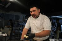 Asyiknya Menikmati Hidangan Italia di Dapur dengan Suasana Santai